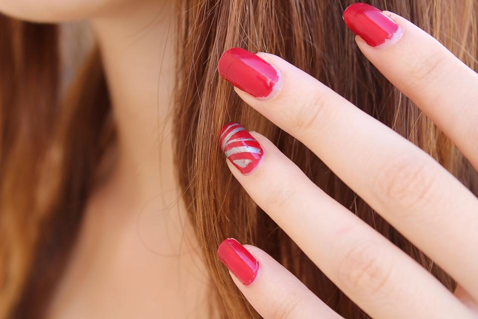 czerwone-paznokcie-manicure