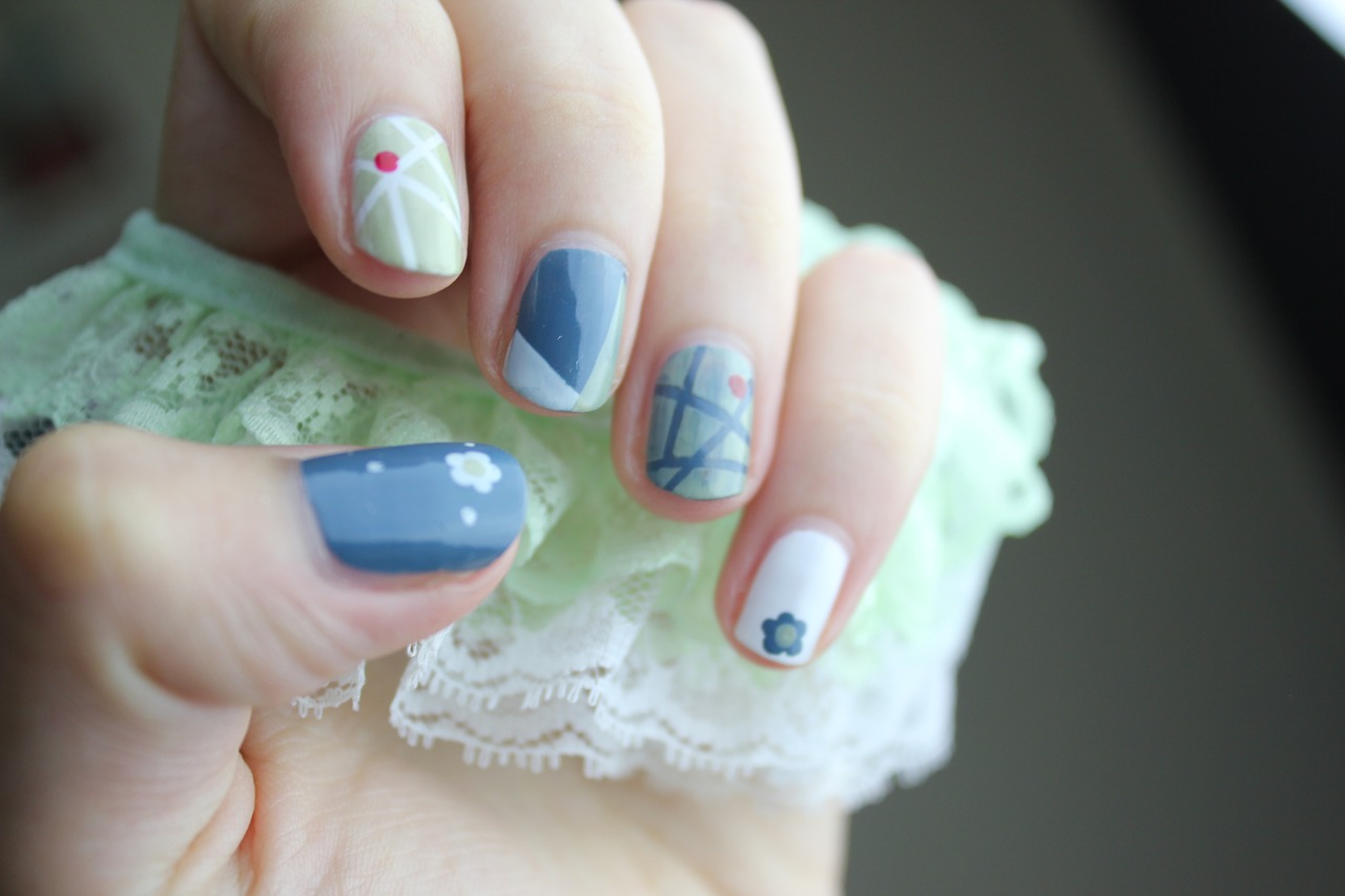 roznokolorowe-paznokcie